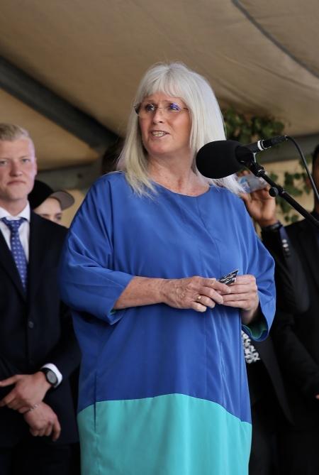 Ane Skoland, rektor för Årjängs gymnasieskola och vuxenutbildning, talade till årets studenter.