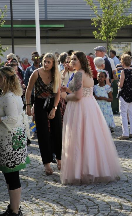 Studenterna drog vidare till studentfesten.