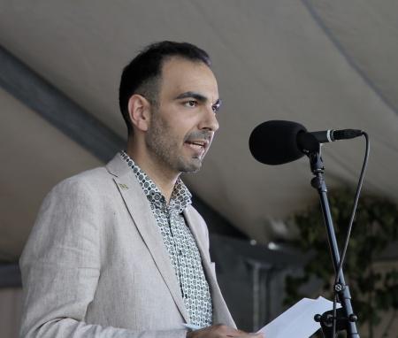 Riksdagsman Arman Teimouri (L) höll högtidstalet.
