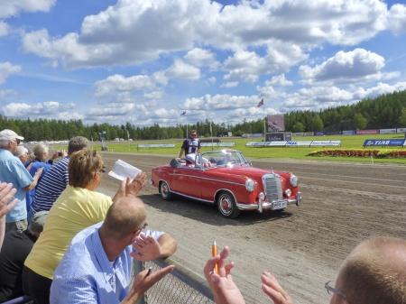 Bilparad med kuskarna i Årjängs Stora Sprinterlopp.