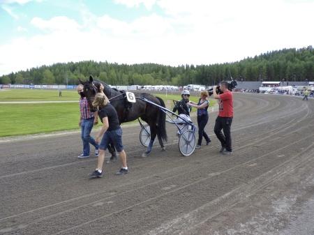 Beanie M.M. och kusken Johnny Takter - vinnare av Årjängs Stora Sprinterlopp 2011.