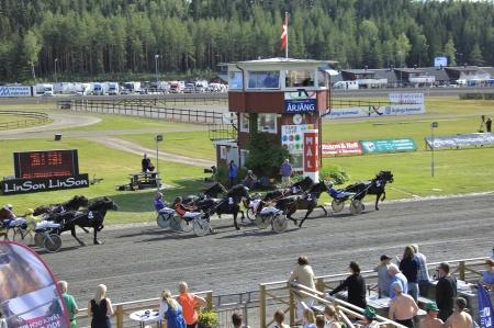 Ut på sista varvet leder El Viktor med Björn Goop.