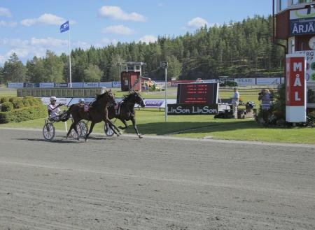 Kristian Lindberg ordnade en praktskräll när han vann med Edindy till oddset 93.
