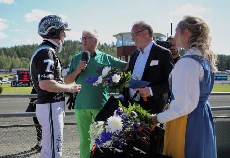 Johnny Takter vann Westra Wermlands Sparbanks lopp med hästen Evin Boko.