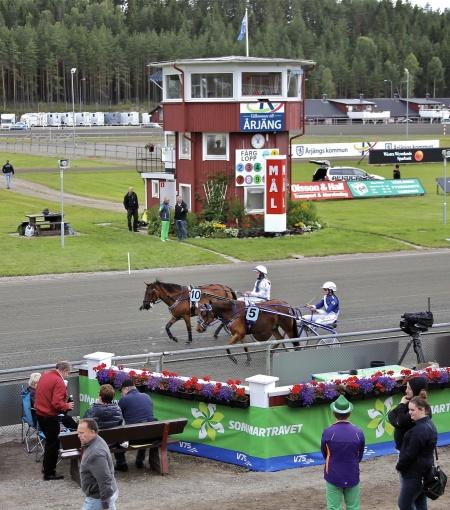 Tävlingarna inleddes med Årjängs Lilla Sprinterlopp - en elitkamp för ponnyhästar.