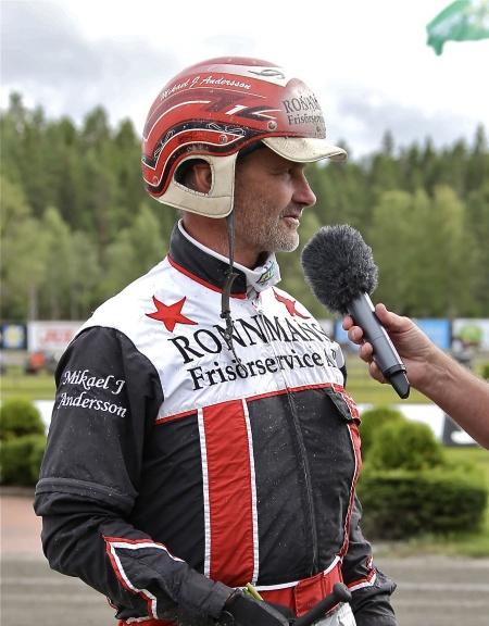 Mikael J. Andersson vann lopp 4 med Iniesta Bob.