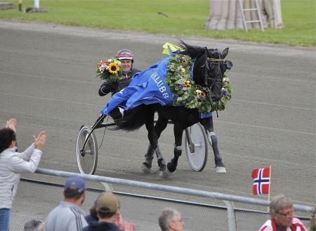 Steinfaks med Geir Vegard Gundersen i sulkyn - vinnare av Erik Perssons Memorial 2016.