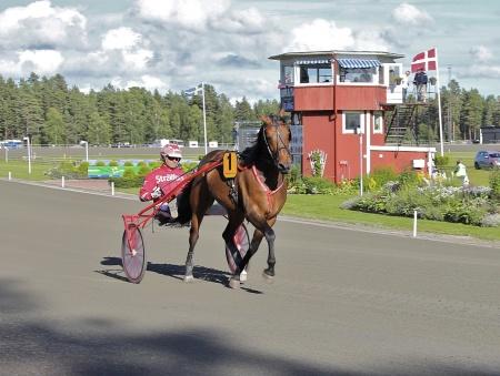 Årjängs Stora Sprinterlopp - nr 1 Harry Haythrow med Peter Untersteiner i sulkyn.