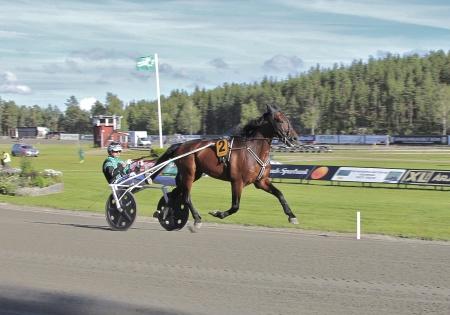 Årjängs Stora Sprinterlopp - nr 2 Smilin Eli med Kenneth Haugstad i sulkyn.