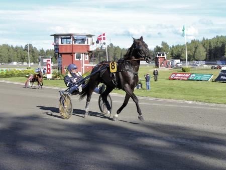 Årjängs Stora Sprinterlopp - nr 8 Nuncio med Örjan Kihlström i sulkyn.