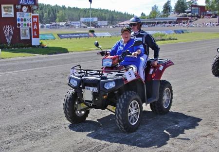 MP Maskin & Motor i Holmedal körde i kortege med kuskarna i Årjängs Stora Sprinterlopp - här kommer Robert Bergh.