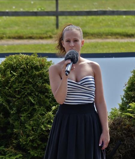 Sångerskan Hanne Hermansson från Årjäng sjöng Värmlandsvisan.