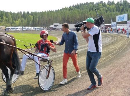 Kusken Johan Untersteiner intervjuas av TV4.
