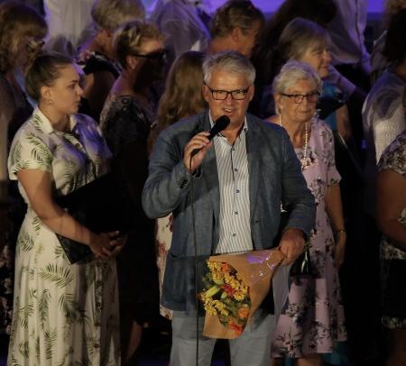 En rörd Owe Lindström tackade för sig.