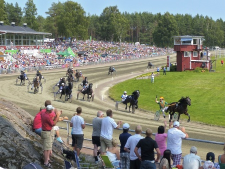 Segrare i V75-2 Erik Perssons Memorial blev Raggmunken med Conny Gustafsson i sulkyn.