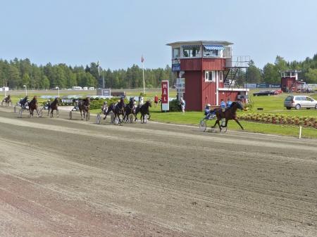 Segrande ekipage i V75-3 blev hästen Rooibos med Björn Goop i sulkyn.