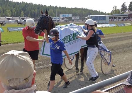 Segrande häst i V75-3 Hall of Fame, Rooibos med Björn Goop i sulkyn.