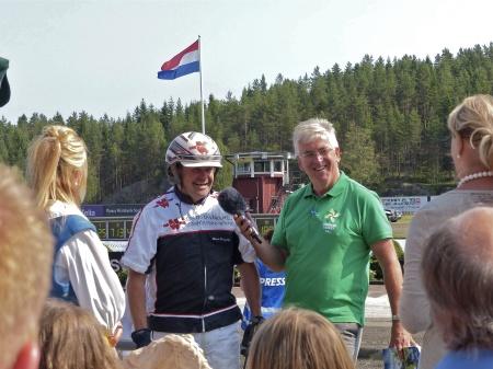 En sprudlande glad Erik Berglöf intervjuas efter segern.