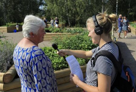 P4 Värmland direktsände från invigningen av fjärilsparken. Bygg- och Miljöchefen i Årjängs kommun Britt-Marie Öjstrand, som tagit initiativet att skapa fjärilsparken, intervjuades.