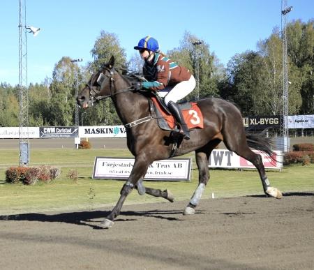 Royal Prince med Martina Lunde i sadeln.