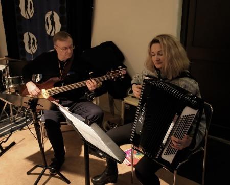 Yulia Tsubina och Lennart Jonsson spelade.