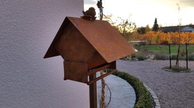 Fågelmatshus Rost