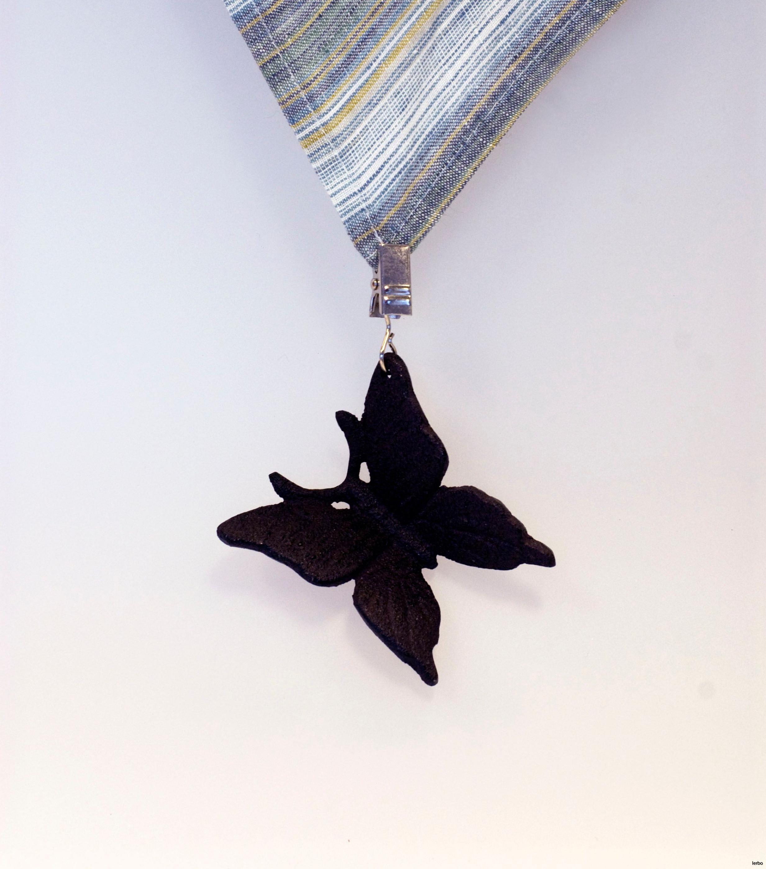 hängande dukstygd fjäril