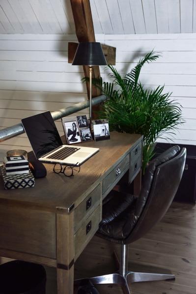 Skrivbord, Sidobord & Avlastningsbord
