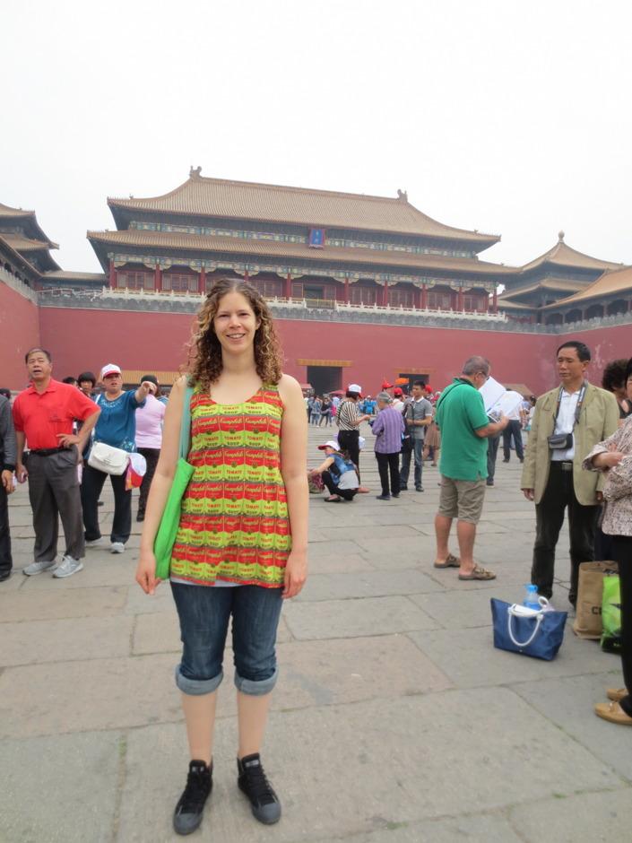 Sara i förbjudna staden. Ett populärt utflyktsmål både bland turister och kineser så där var mycket folk.