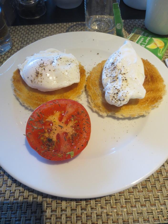 Sara åt pocherat ägg för första gången, och det blev  en ny favoritfrukost.