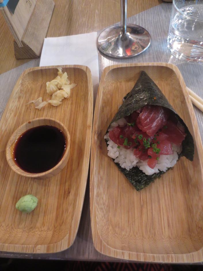 Sushistrut med wasabi och tonfisk på en brasiliansk/japansk restaurang