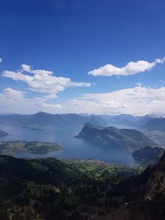 Från Mount Pilatus kan man se den vackra omgivningen runt Lake Luzern