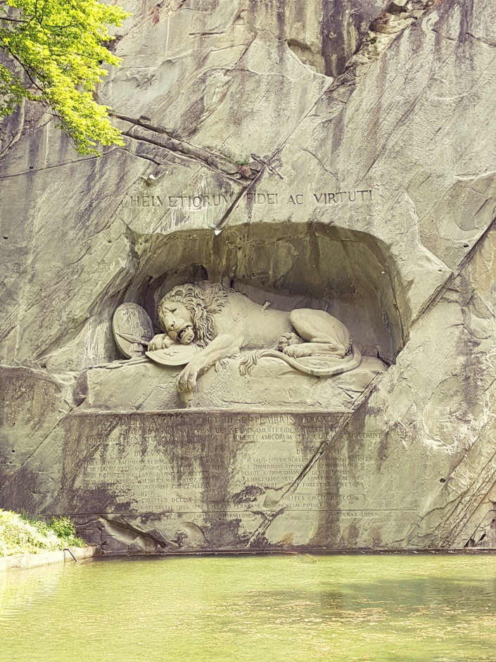 Det döende lejonet är en staty som uppfördes 1821.