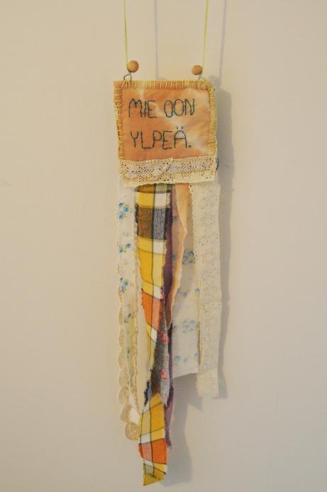 Jag är stolt, 62 x 11,5 cm, textil