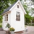 Dellas Garden Bexhill 3 Vit med fönster och svart tak-3, Förråd. Snygga, fina och snyggt förråd från svensktillverkade Della´s Garden. Ett förråd med många tillval, samt lekstugor och snickarglädje.