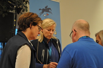 Engagerade styrelseledamöter förbereder Friends-mötet
