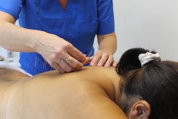 Boka behandling med akupunktur enligt traditionell Kinesisk Akupunktur hos Akupunkturkliniken vid stora torg i centrala Halmstad. Akupunktur vid smärta, utmattning….