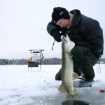 pike-fishing-from-ice