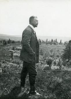 PB på fjällfärd 1910, Mellestvallen, Välliste. Där PB mötte chefredaktören Janrik Bromé och konstnären Ante Karlsson-Stig. Här blev han erbjuden att köpa tomten på Frösön där han senare byggde Sommarhagen.