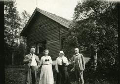 Sommarhagen, PB med tre andra.