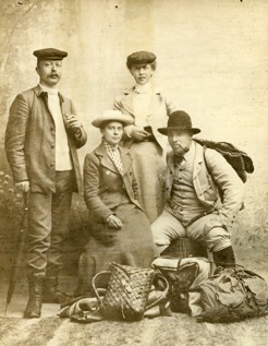 PB together with Stockholm friends in 1900 ready for their mountain hike. Photo: Oscar Olsson, Ostersund