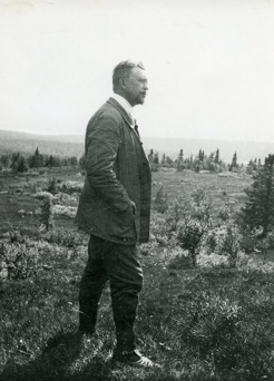 PB on a mountain hike in 1910, Mellestvallen, Välliste. There PB metthe newspaper editor Janrik Bromé and artist Ante Karlsson-Stig. Here he was offered to buy the lot on Frösön where he later built his Sommarhagen.