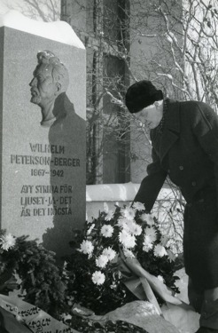 Johan Björck, priest on Frösön, was one of PB's good friends. It was he who performed the funeral service December 8, 1942, and made sure that PB got his grave just outside Frösö church.