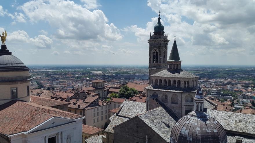 Utsikt över taken i Bergamo