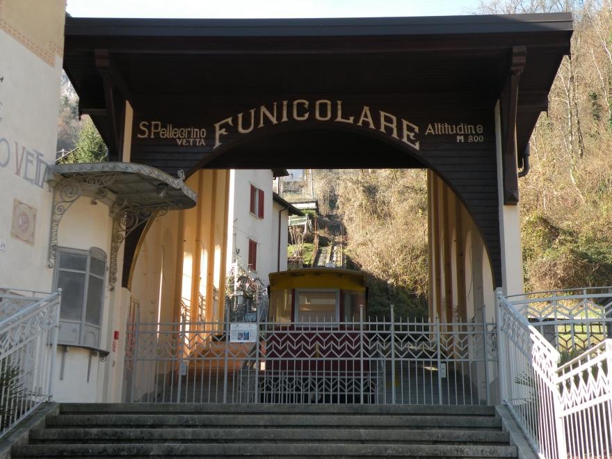 Funicolare, kabinvagnen från San Pellegrino upp till Vetta