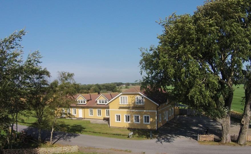 Söker du familjevänligt & barnvänligt boende i bekväma rum på västkusten? Boka rum på vårt barnvänliga vandrarhem längs kusten mellan Varberg & Falkenberg