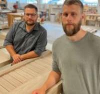 Bröderna Johan och David Ahlin driver Dörr & Portbolaget.