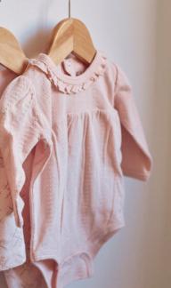 Body med puffärm, rosa.
