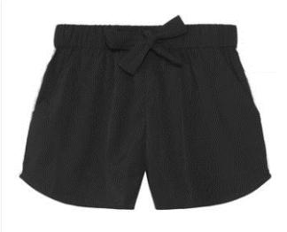 Svarta shorts med snörning.