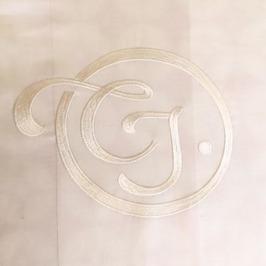 Ovanstående broderi är ett exempel på egendesignat monogram av brudparet.  Detta går att ordna till en extra kostnad av 250 - för stygnsättning 96c3aeb8b3113